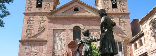 Herencia, fachada principal del convento y homenaje a la mujer trabajadora