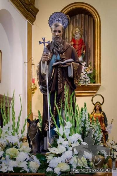 Imagen del Santo, al fondo Santa Lucia