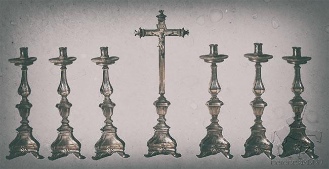 Candelabros de plata con su cruz de altar
